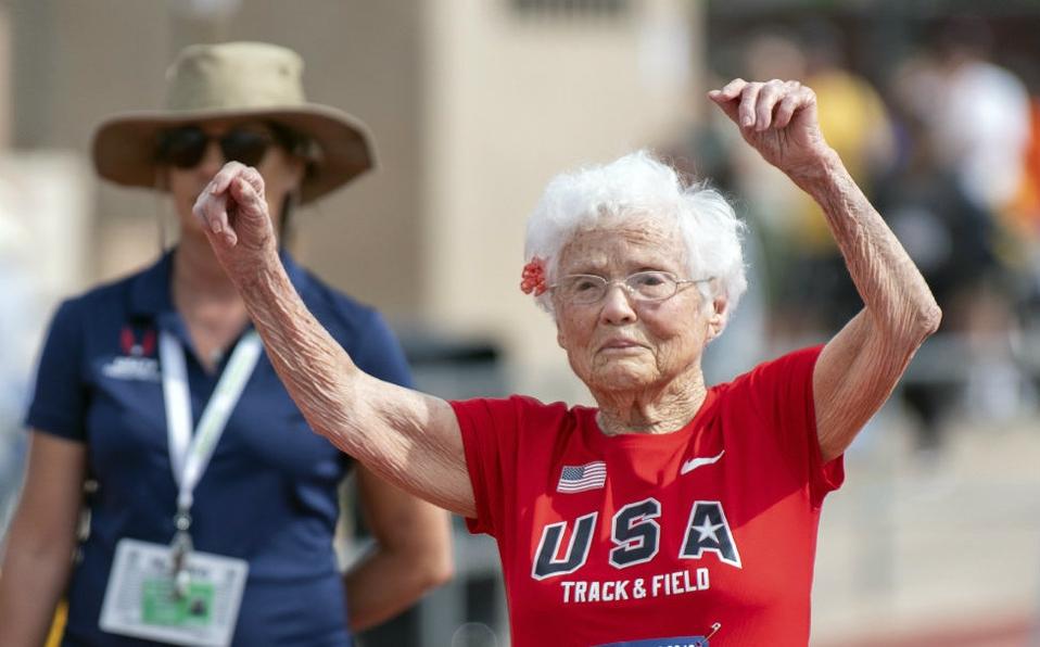 Mujer de 103 años compite en carrera atlética y establece récord mundial